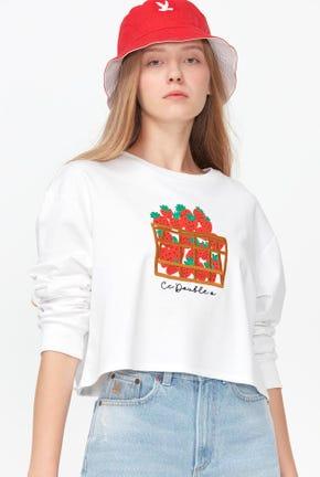 เสื้อกันหนาวแบบสวมทรงครอปลายสตรอว์เบอร์รีกราฟฟิค
