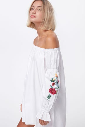 OFF SHOULDER DRESS WITH RUFFLE CUFF