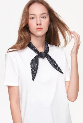 SHORT-SLEEVED TIE NECK TEE