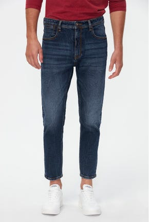DARK WASHED TAPERED JEANS
