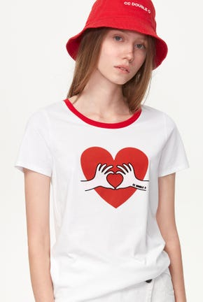 LOVE SIGN GRAPHIC TEE