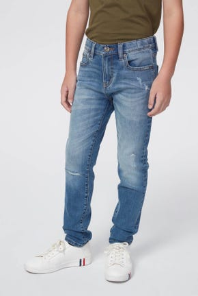 MEDIUM WASH JEANS WITH DESTROYED AND WRINKLED DETAIL
