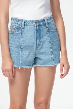 กางเกงยีนส์ขาสั้นฟอกสีกลาง