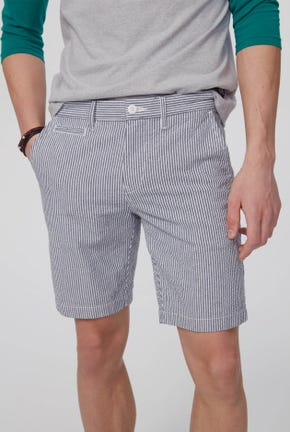 SHORTS IN STRIPED DETAIL